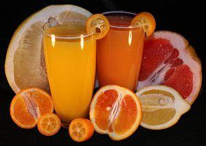 Citrusová šťava je silným zdrojom vitamínu C.