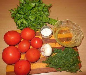 Paradajky s cesnakom a zeleninou