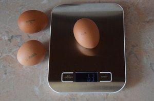 Hmotnosť slepačieho vajca, koľko váži gram bez škrupiny
