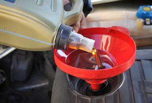 Výber oleja na plnenie motorového bloku motora
